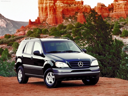 Mercedes ML-Class Wallpapers 1600x1200