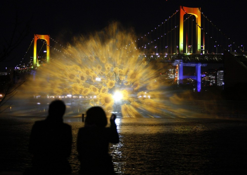 Cветовое шоу Odaiba water illumination