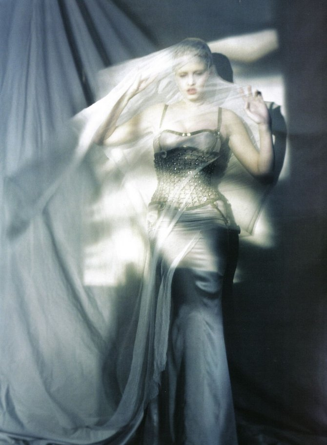 The Great Illusion... Lara Stone. Фотограф Paolo Roversi