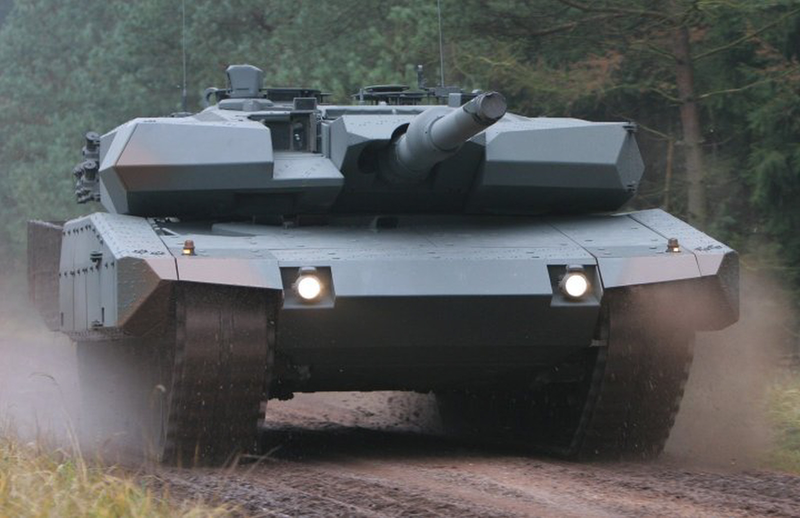 Leopard 2A4 Evolution with AMAP-R Roof Armour (3 фотографии)