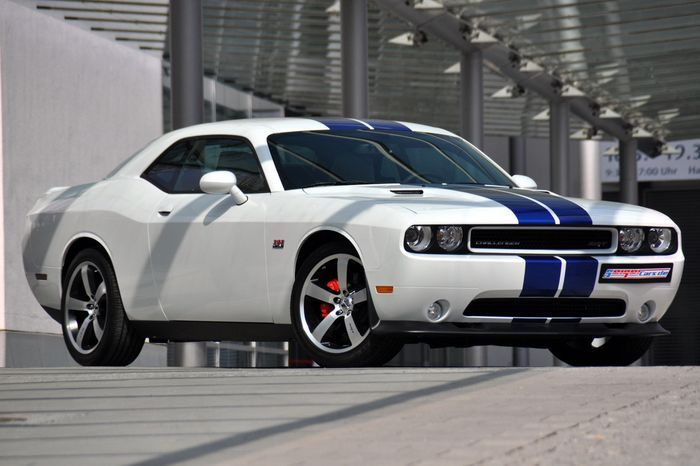 Dodge Challenger SRT8 392 - быть в Европе