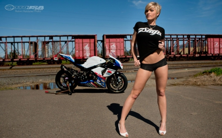 Sportbike + Girls