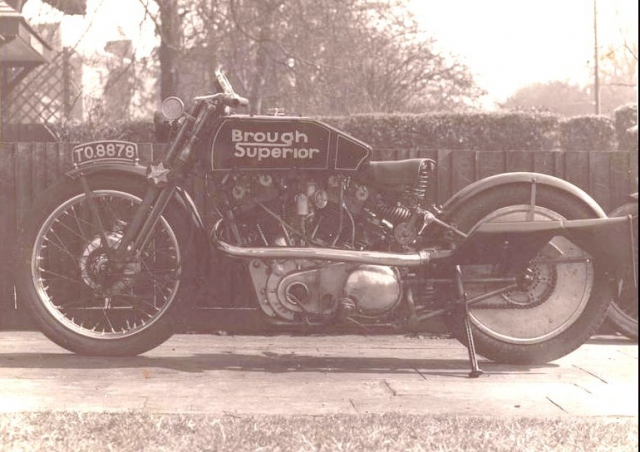 Brougn Superior SS100 Moby Dick